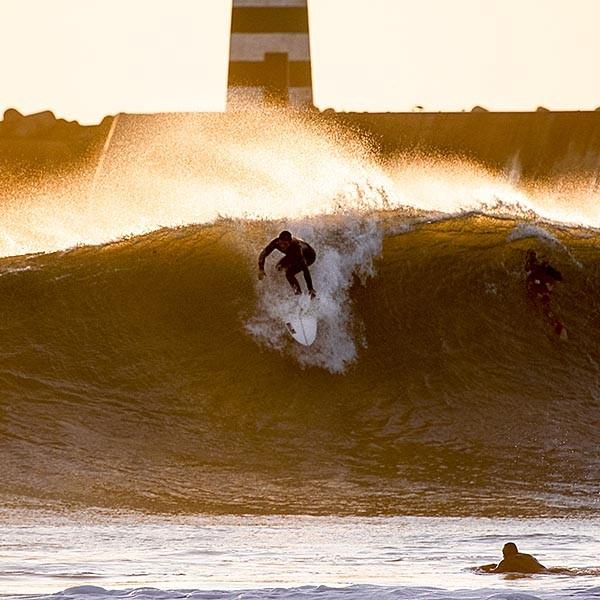Sebastian Emmert surfing Molhe Leste