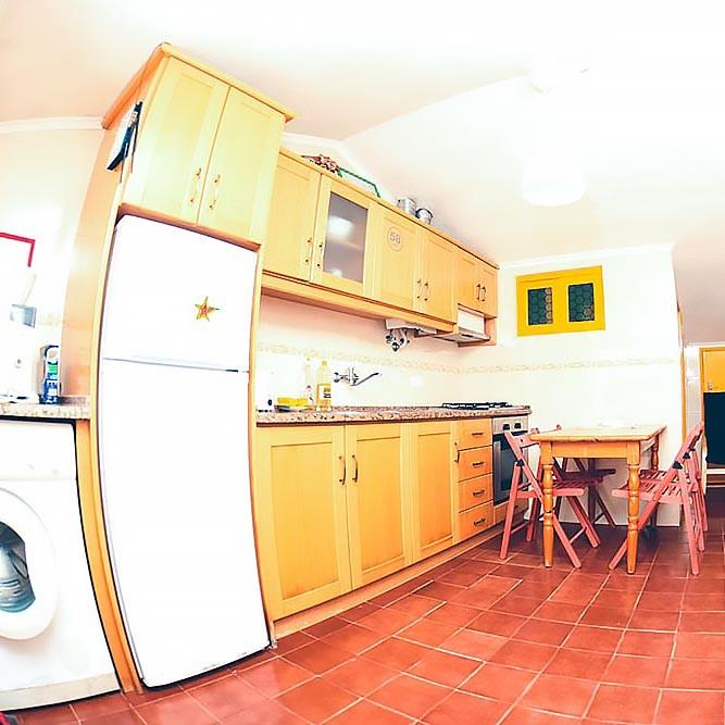 Küche für Selbstversorger in Apartment 2 in Baleal