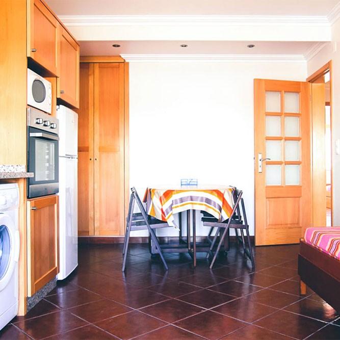 Küche und Wohnzimmer in der Ferienwohnung 5
