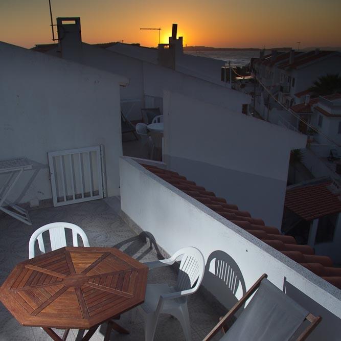 Terrasse mit Meerblick bei Sonnenuntergang in Baleal