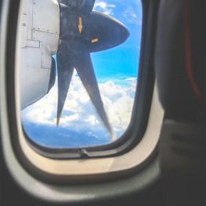 Blick aus dem Flugzeug über Indonesien